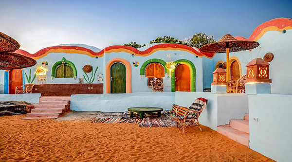 A colourful Nubian house.