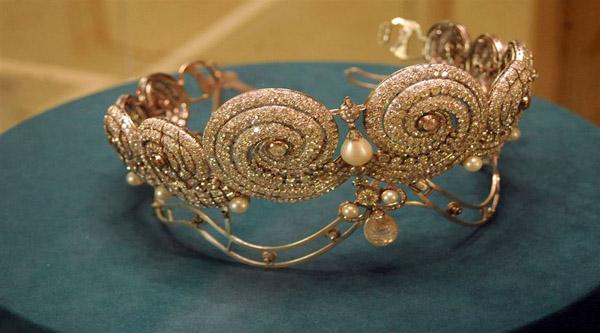Corona reale in mostra al museo reale dei gioielli