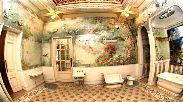Royal bathroom of the palace.
