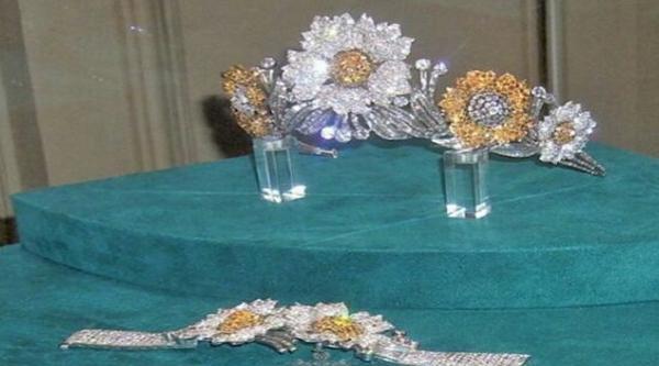 Diadema reale in mostra al museo reale dei gioielli