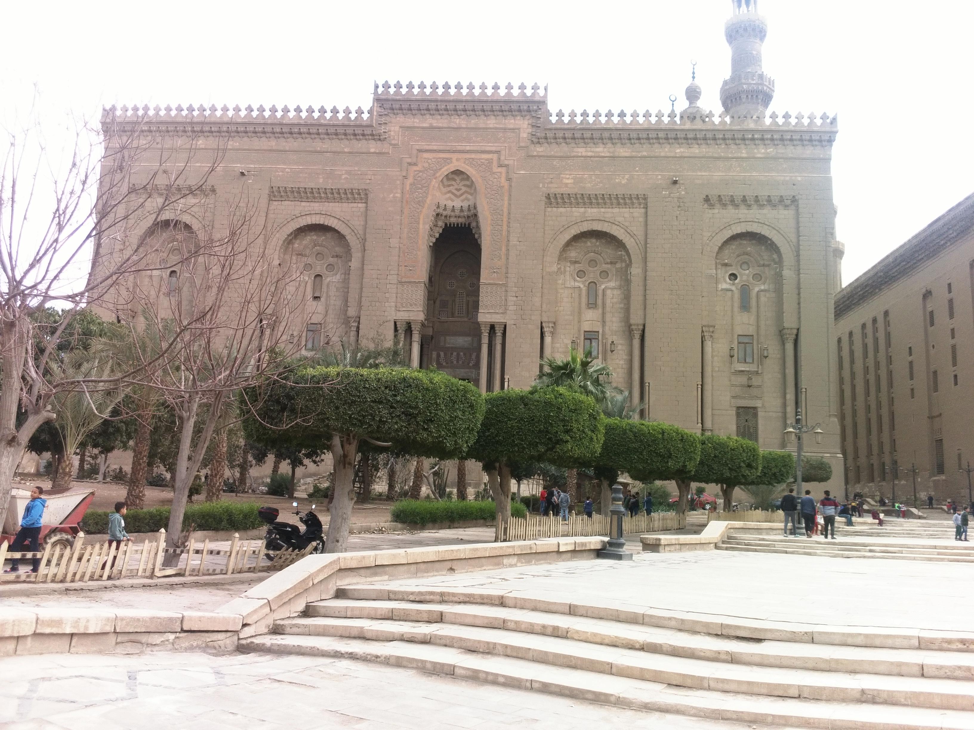 Главный вход в мечеть Рефаи