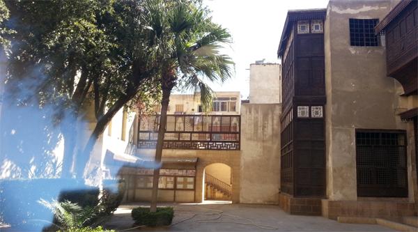 Во дворе дома Байт аль-Сухими