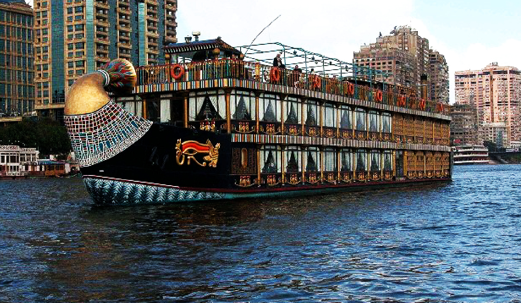 Stylish Nile boat dinner cruise