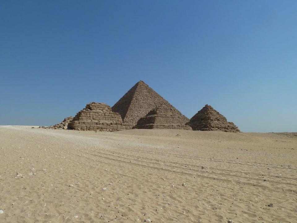 Queens pyramids in Giza