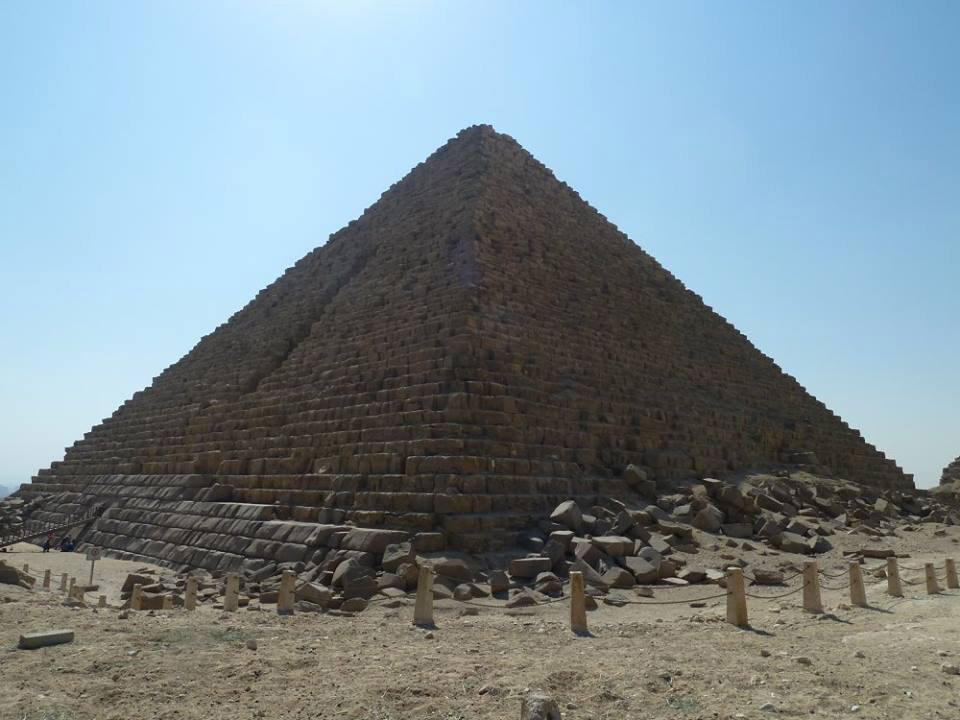 Пирамида Мекерина, самая маленькая в Гизе