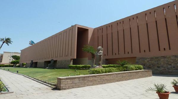 Facade of Luxor museum.