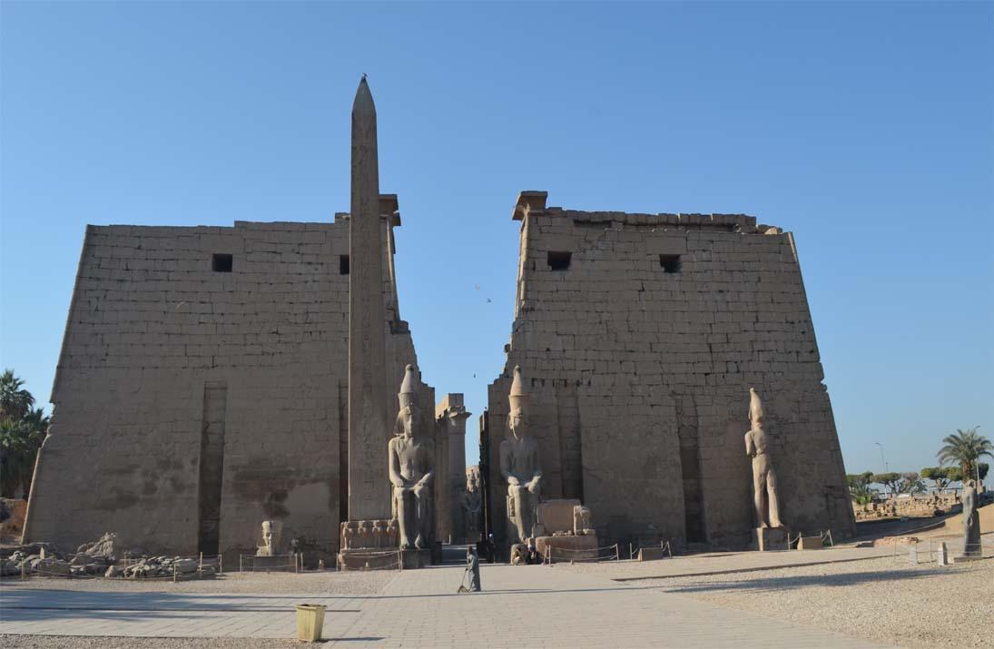 Main entrance into Luxor temple