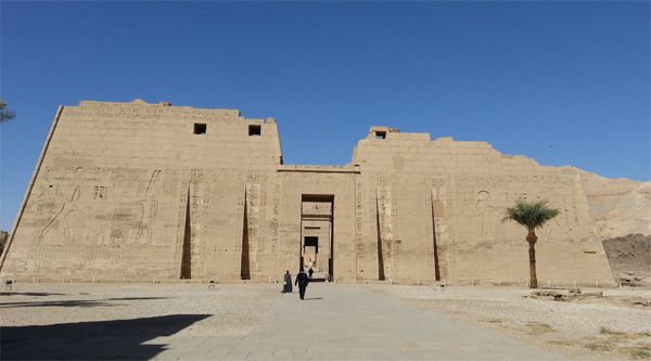 Medinat Habu temple main pillon