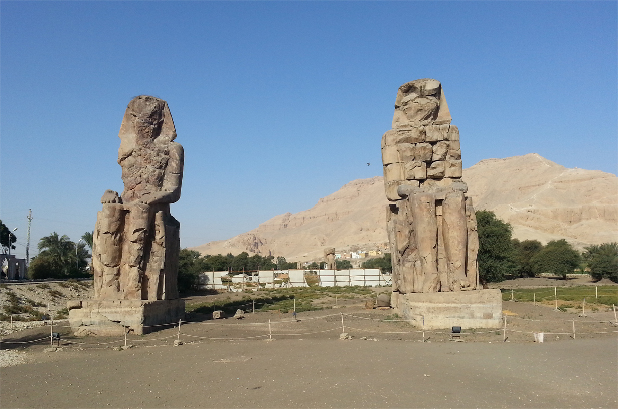Gigantic statues of Memnon colossi