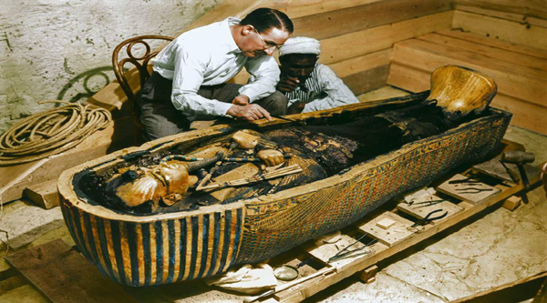 Carter at the coffin of Tutankhamen.