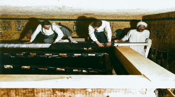 Discovering Tutankhamon tomb