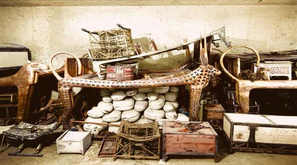 Findings inside the Tutankhamon tomb.