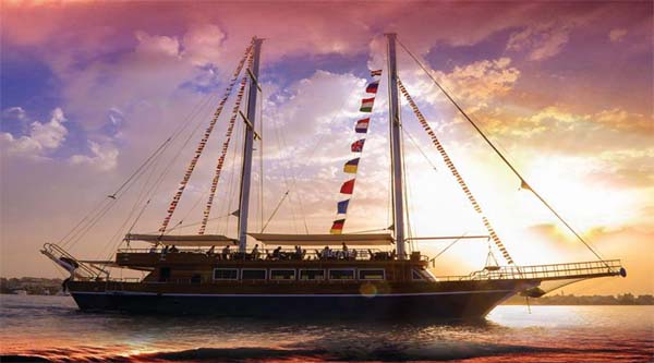 Evening Pirates boat cruise in Hurghada
