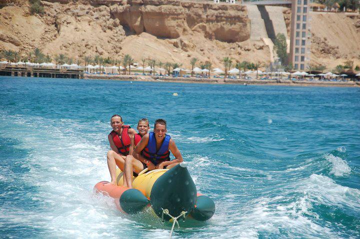 Activité nautique en bateau banane