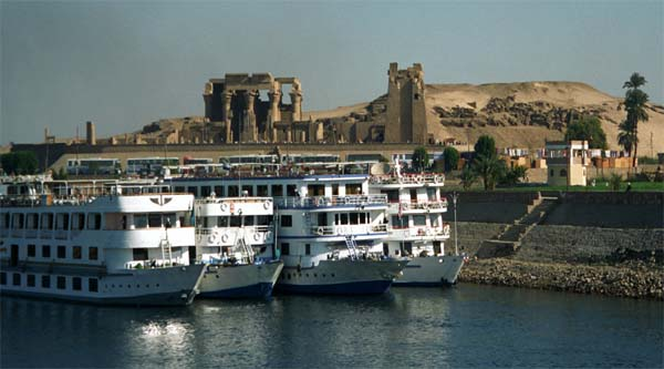 Floating hotels at Kom Omboh