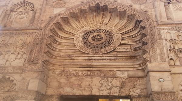 Главный фасад мечети