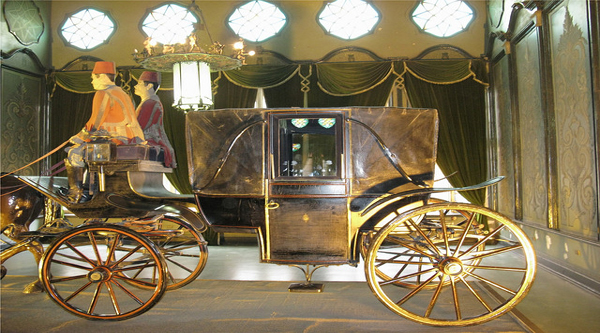 Royal chariot in the museum.