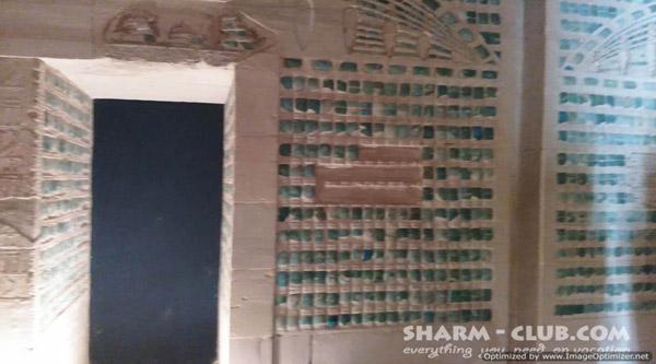 Панель голубого фаянса из погребального дворца Джосера