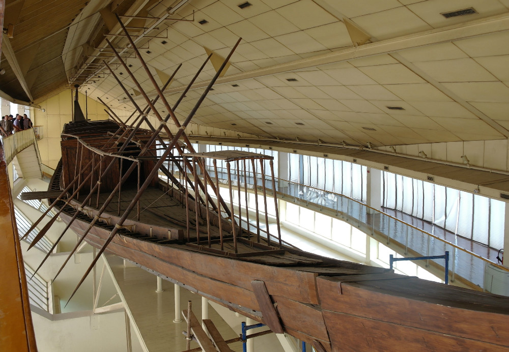 Solar boat museum at the bottom of the Pyramids