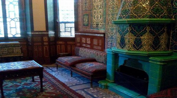 Каминаая комната во дворце Маниаль
