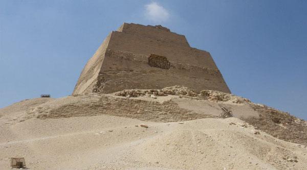 Maydum pyramid.