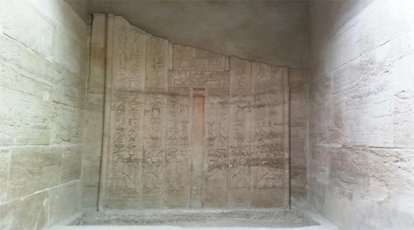 Ложная дверь в гробнице Кажемни