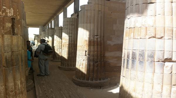 Колоннада храма при Ступенчатой пирамиде