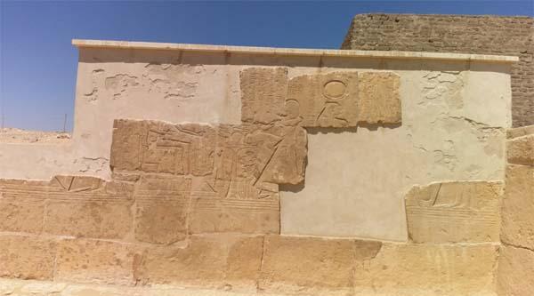 Рельеф на одной из стен гробницы